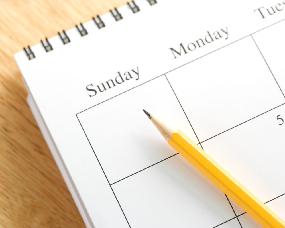 How to find time to practice calligraphy_keep track of your progress_calendar and pencil